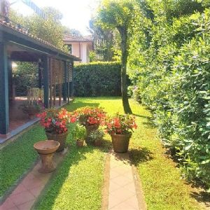 two-family house for sale Pietrasanta : two-family house with garden for sale Focette Pietrasanta