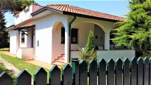 detached villa for sale Marina di Pietrasanta : detached villa with garden for sale  Marina di Pietrasanta