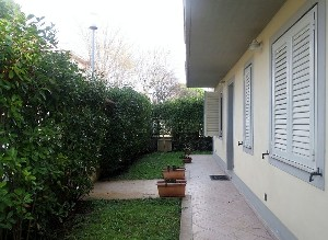 Lido di Camaiore, Apartment with garden (6 Pax) : apartment  to rent  Lido di Camaiore